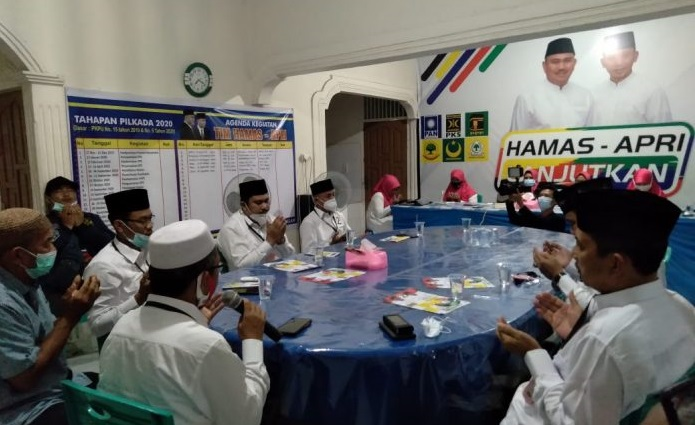 Ditemani Tim Pemenangan, Hamas-Apri Panjatkan Doa Sebelum ke Lokasi Debat